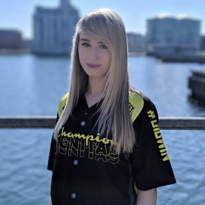 Hottest Esports Girls – Top 9 Most Beautiful Pro Playing Women
